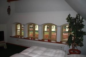 Fensterfront zum Stall
