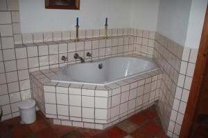 Badewanne mit Whirlpoolfunktion